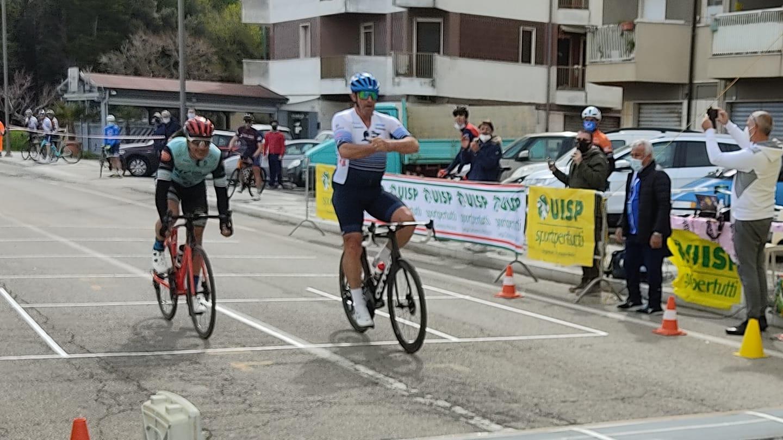 HG Cycling Team vicinissima al successo con Wladimiro D'Ascenzo a San Salvo 1
