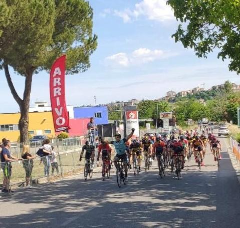 HG Cycling Team: Moreno Rapari vincente a Magliano di Tenna 3