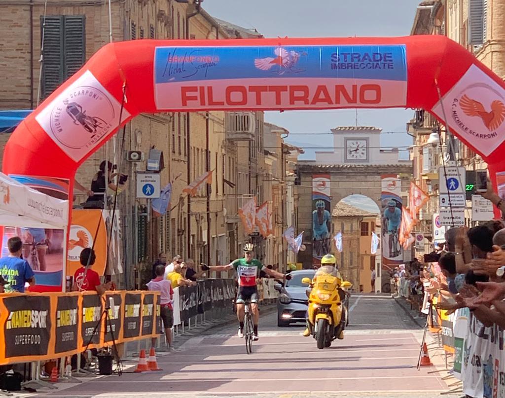 Che domenica alla Granfondo Michele Scarponi per l'HG Cycling Team, il timbro sulla vittoria con il tricolore Ettore Carlini 2